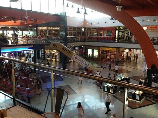 La Canada Shopping Centre : plaza