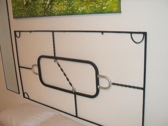 Autograph Lodge: HEAD BOARD MADE IN NAME OF ART