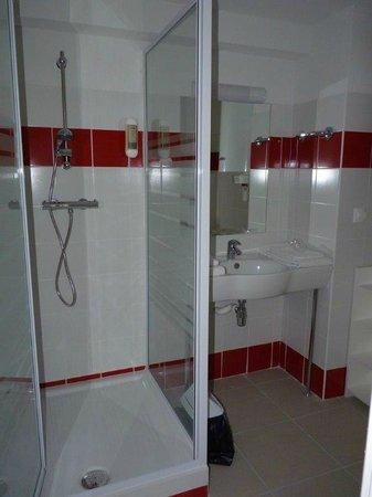 Le Clos de Celony : salle de bains / douche