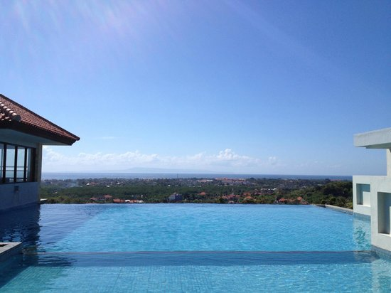 Park Hotel Nusa Dua: Rooftop pool on the 6th floor - lovely!