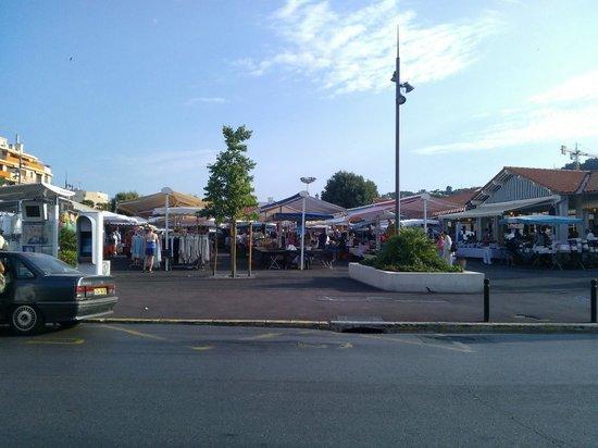 ResidHotel Cannes Festival: Market 5 mins walk away