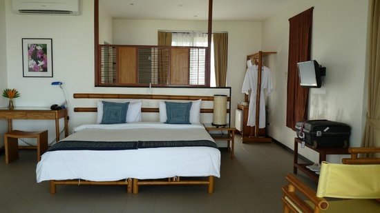 The River Resort: Lovely airy room