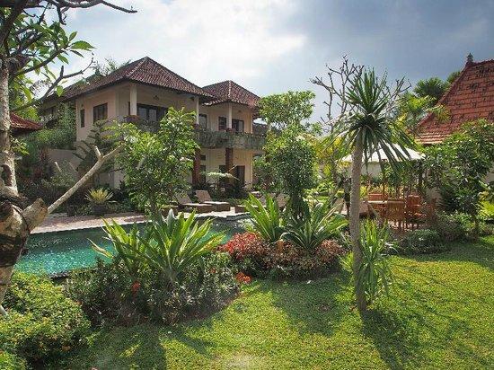 Inata Bisma Resort & Spa Ubud: Other pool and garden area