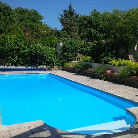 Mayrose Farm: The Pool at Mayrose Cottages