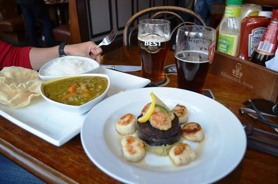 Kilmarnock Arms Hotel: Curry dish and Scallops with black pudding