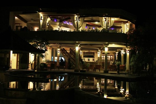 Villa Almarik Resort Lombok: Villa Almarik at night