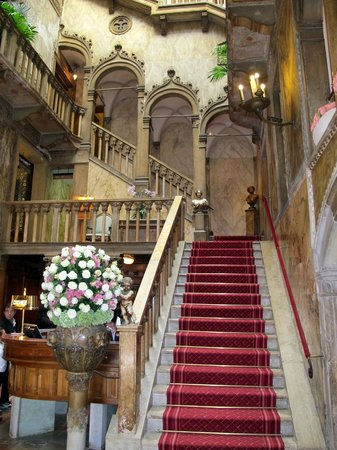 Hotel Danieli, A Luxury Collection Hotel: L'escalier