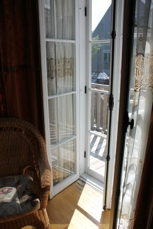 Castel du Monde: French doors to the deck