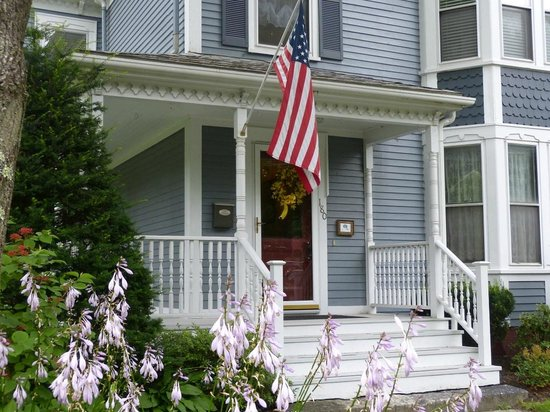 Brewster House Bed & Breakfast: a welcoming entrance