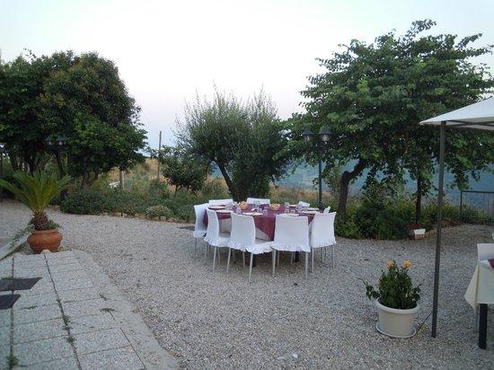 Briciola di sole: cena in giardino