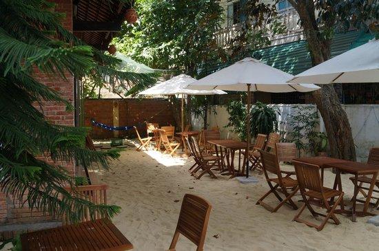 Oasis Bar & Restaurant