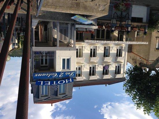 Hotel Les 2 Coteaux : Nouvelle façade 31 juillet 2013
