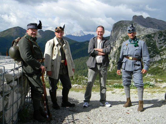 Museo Della Grande Guerra 1914-1918: La guida Andrea, il sottoscritto e due rievocatori storici  al Forte