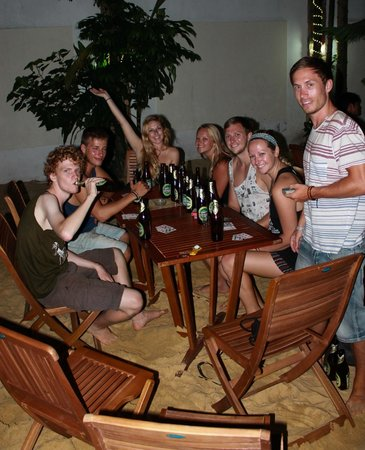 Oasis Bar & Restaurant : Party Time