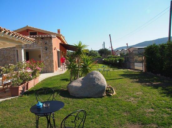 Bed and Breakfast I Graniti Sardi: il giardino!!!