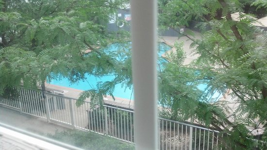 DoubleTree by Hilton Hotel Raleigh-Durham Airport at Research Triangle Park: POOL VIEW FROM MY ROOM