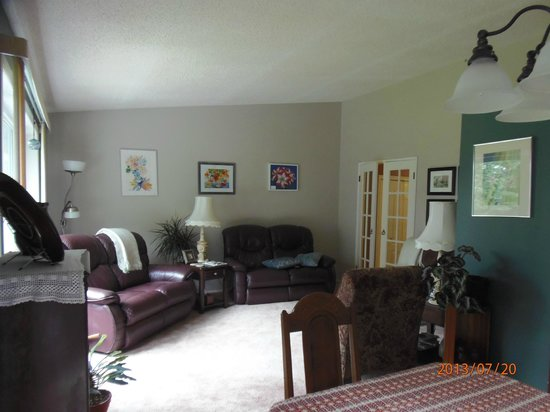 Academy Bed & Breakfast: Living Room Common Area
