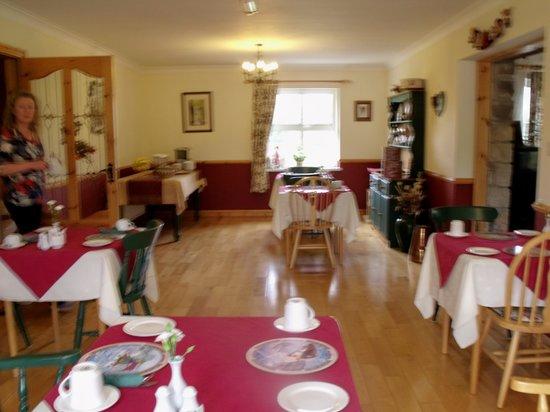 Yeats Lodge: Dining Room with Geraldine