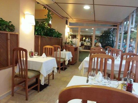 Hotel Aromar : la seconde salle à manger pour le soir ,face à la mer