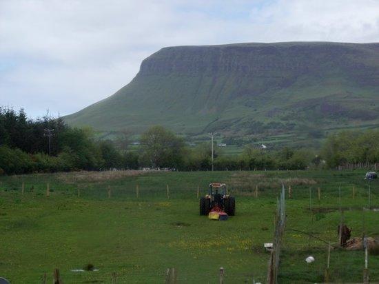 Yeats Lodge: View of Benbullbin from B&B