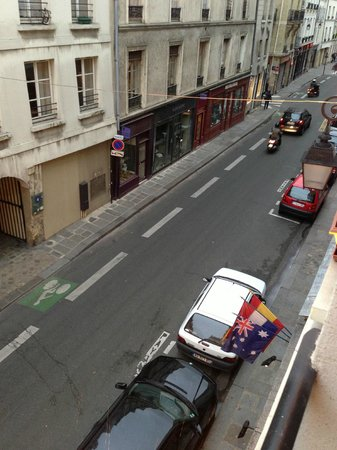 Hotel du 7e Art: street view from the room