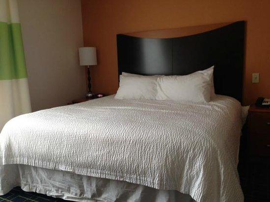 Fairfield Inn & Suites Bedford: Bed