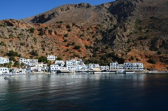Sofia's Rooms : Loutro in the early mornung hours
