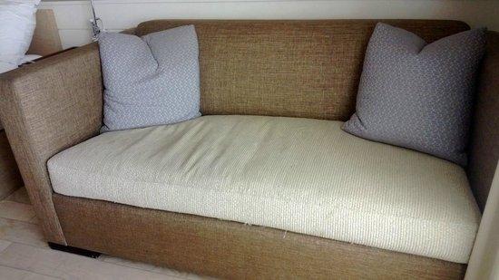 Allegria Hotel: raggedy old sofa