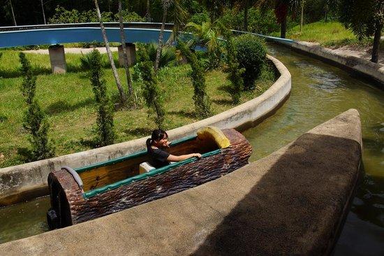 Thongsomboon Club: Log boat ride