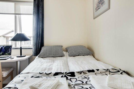 Guesthouse Bjarney: bedroom