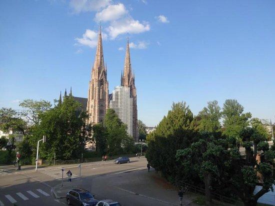 Igreja St Paul vista da fachada de um dos apartamentos do Regent Contades