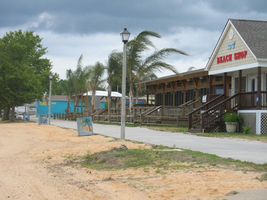 River Edge Inn : the boardwalk