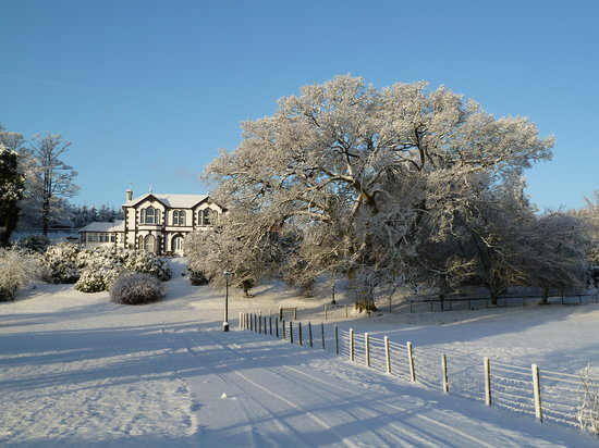 March Bank Hotel: Marchbank in the snow