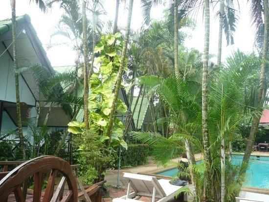 Souan Son Beach Resort & Restaurant: bungalow individuel avec terrasse