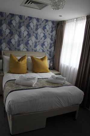 W12 Rooms: room 305