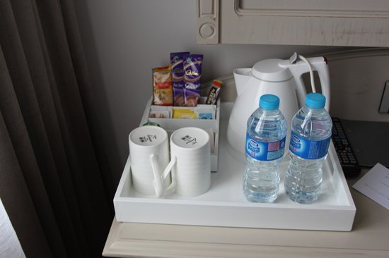 W12 Rooms: free bottles of water and coffee