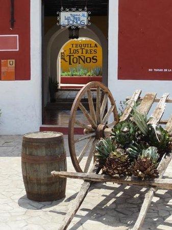 Pancho Vila Tequileria: Tequila Los Tres Tonos