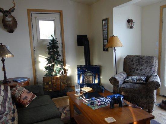 Alaska Adventure Cabins: Living area