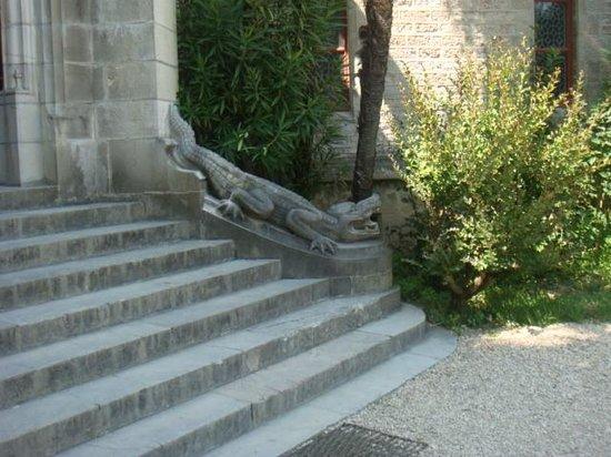 Château d'Abbadie : le crocodile qui vous accueille