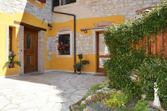 La Valle Dei Laghi: Ingresso Bed & Breakfast