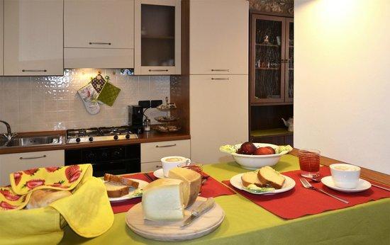 La Valle Dei Laghi: Cucina e zona colazione