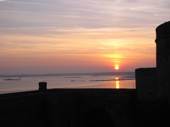 Hotel France et Chateaubriand : View from my room at sunrise