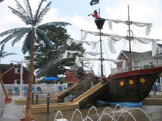 Francis Scott Key Family Resort: pirate ship splashground