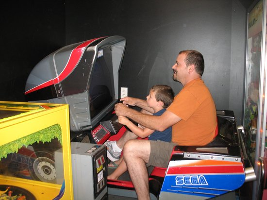 Francis Scott Key Family Resort : playing in the arcade