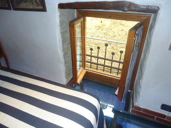 Finestra camera da letto picture of muntaecara albergo - La finestra della camera da letto ...