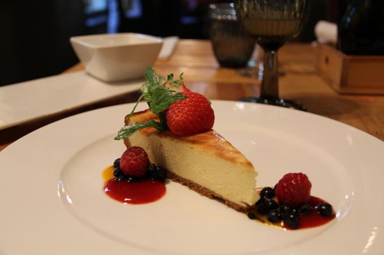 Marché de Provence: Cheese cake with forest fruit
