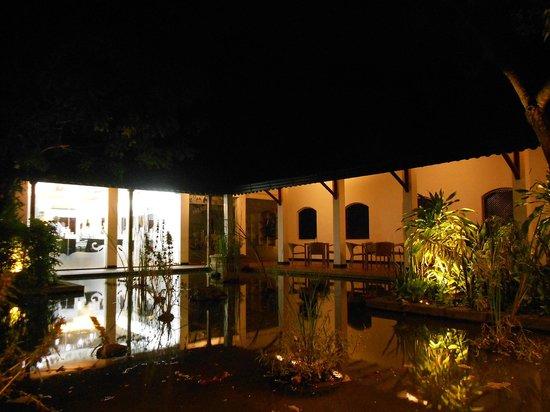 Cinnamon Lodge Habarana: acquario interno