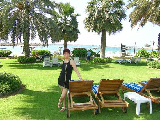 Near the beach picture of radisson blu resort sharjah - Radisson blu sharjah swimming pool ...