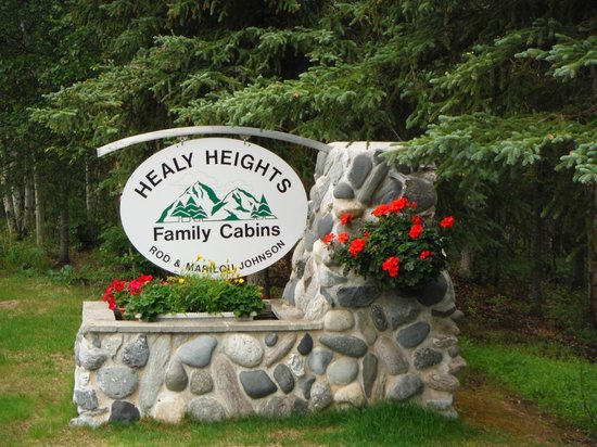 Healy Heights Family Cabins: Grounds/entrance