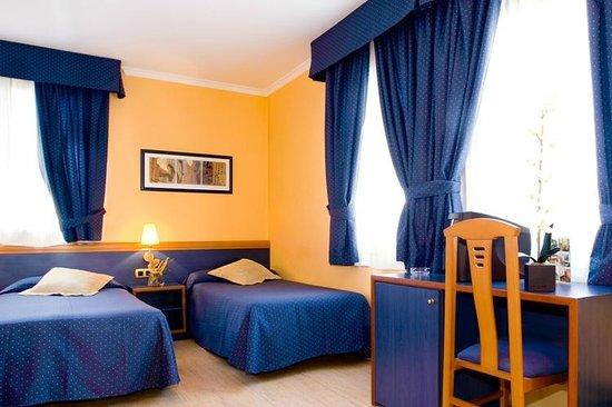 hotel oasis hk 941 h k 1 4 9 9 updated 2018 prices reviews barcelona spain. Black Bedroom Furniture Sets. Home Design Ideas